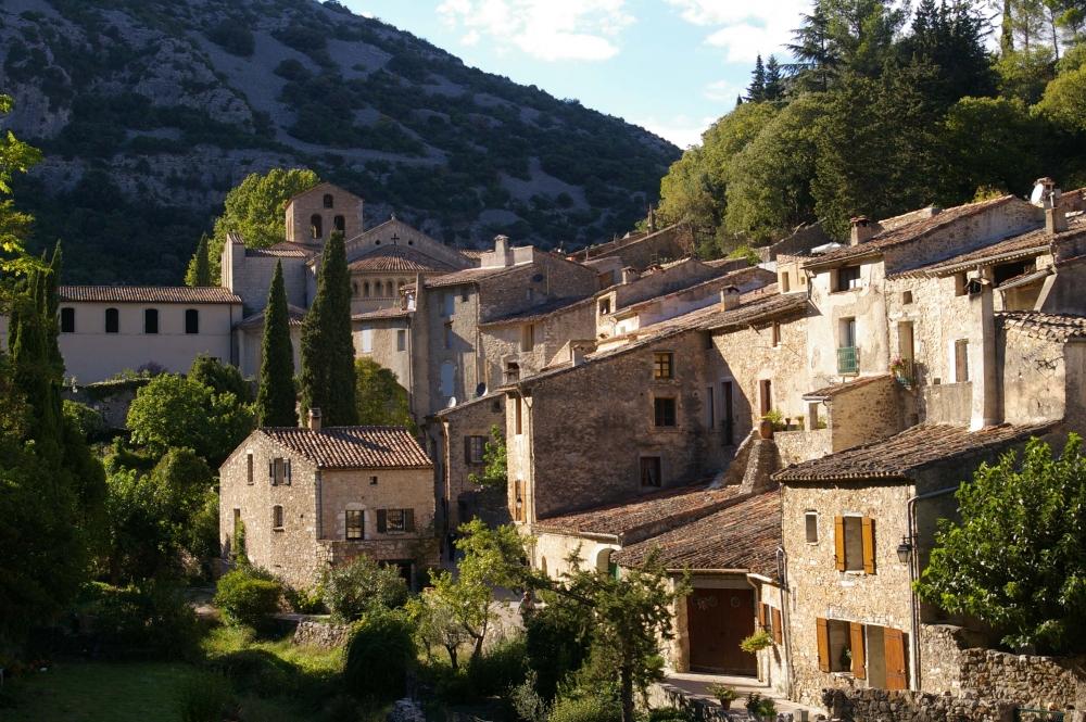 Abbaye de gellone abbaye de gellone annuaire visit - Office de tourisme st guilhem le desert ...